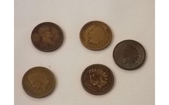 5 Pennies (4 Indian head and 1 Lincoln) - 1/2