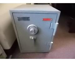 Gardall Fireproof safe with combo - Image 1/4