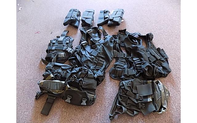 Lot of forearm protectors and ammo bags - 1/5