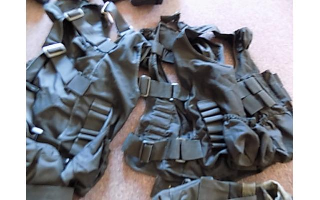 Lot of forearm protectors and ammo bags - 3/5