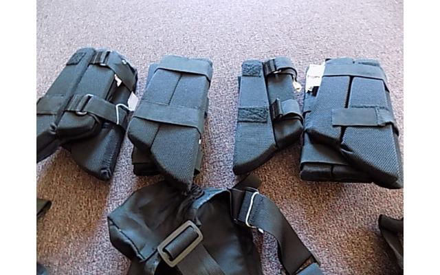 Lot of forearm protectors and ammo bags - 4/5