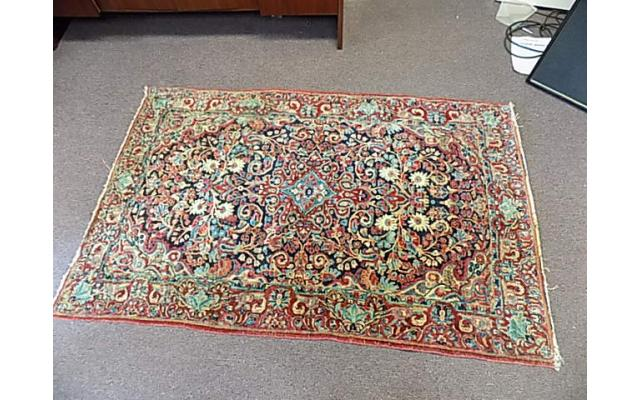 """Hand woven rug approx. 4' x 6"""" - 2/6"""